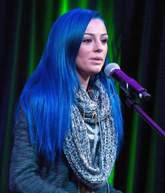 Cher Lloyd zafarbowała włosy na niebiesko (FOTO)