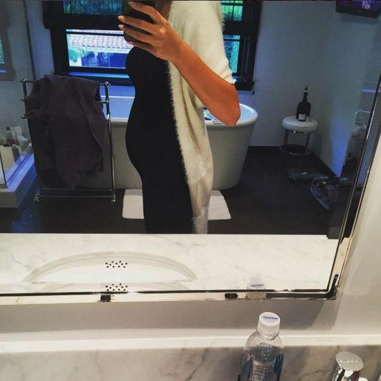 Kontrowersje wokół ciążowego brzuszka Chrissty Teigen