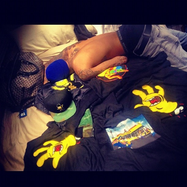 Rihanna opublikowała zdjęcie Chrisa śpiącego w jej łóżku