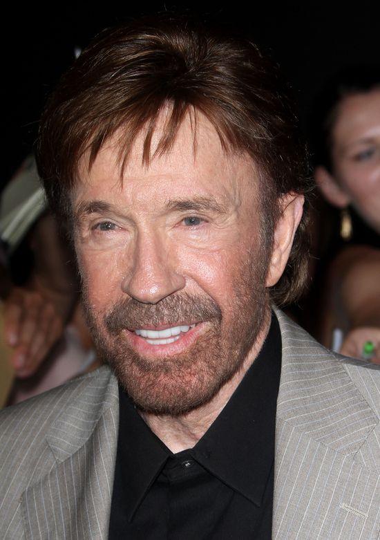 Czy Chuck Norris zgolił brodę? (FOTO)