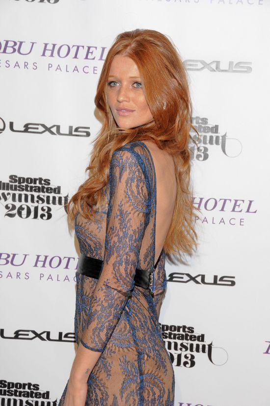 Rudowłosa Cintia Dicker w seksownej stylizacji (FOTO)