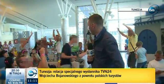 Skandal? Polacy tańczą na lotnisku w Tunezji (VIDEO)