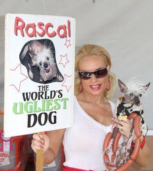 Coco pozuje z najbrzydszym psem na świecie (FOTO)