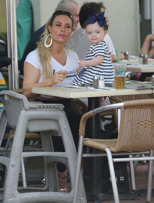 Coco Austin z córeczką Chanel podbijają Miami (FOTO)
