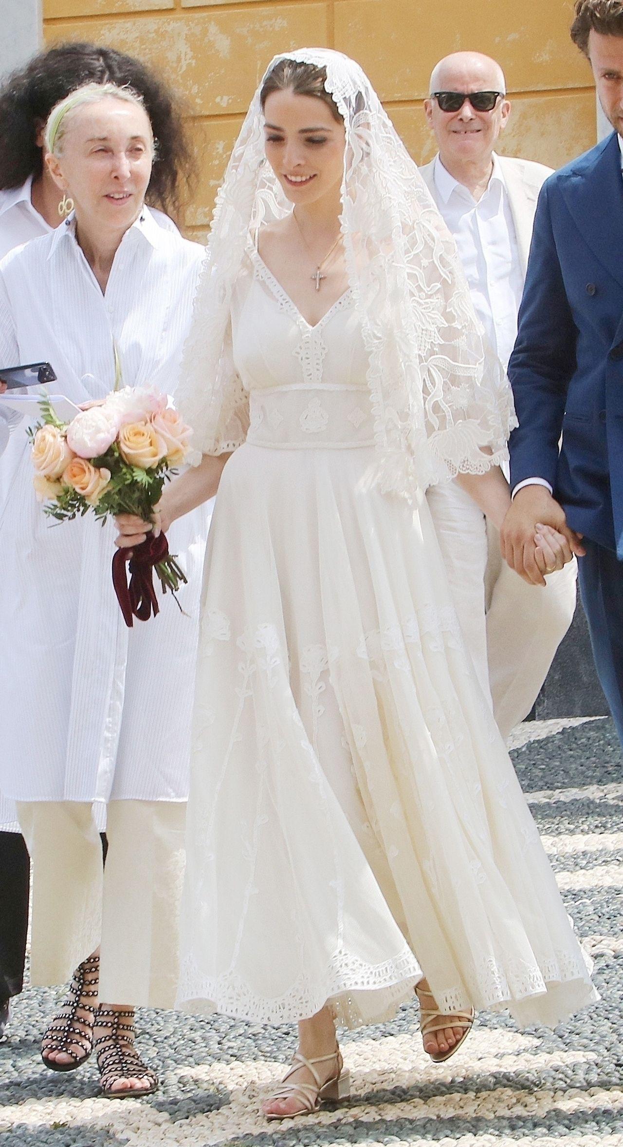 Córka Anny Wintour, Bee Shaffer, w skromnej sukni ślubnej (ZDJĘCIA)
