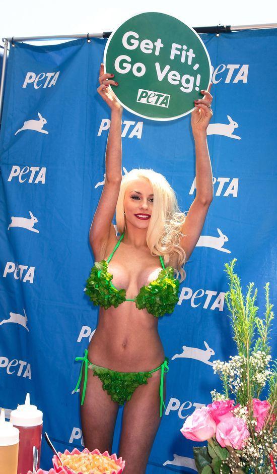 Courtney Stodden w bikini z... sałaty (FOTO)