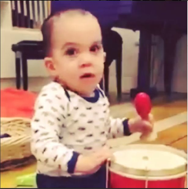 Pochwalił się zdolnościami półrocznego dziecka (VIDEO)