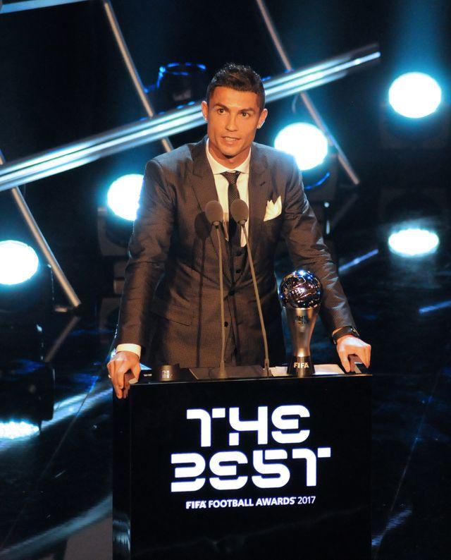 Georgina Rodriguez z Cristiano Ronaldo - najlepszym piłkarzem FIFA (ZDJĘCIA)