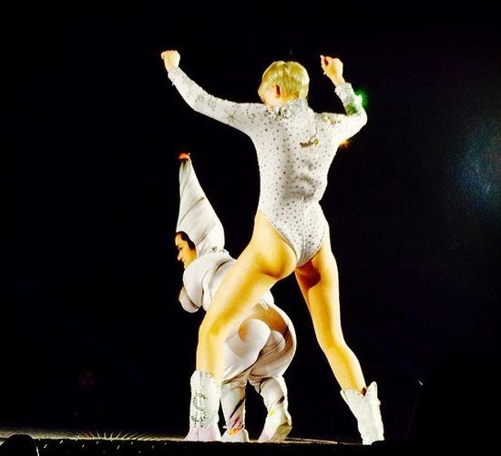 Miley Cyrus chciała odbić chłopaka siostrze!