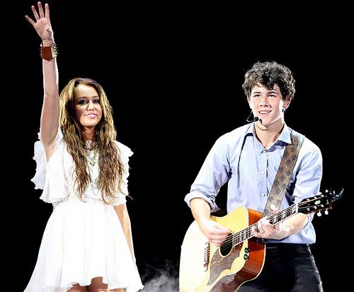 Miley Cyrus jest zachwycona klatą Nicka Jonasa (FOTO)