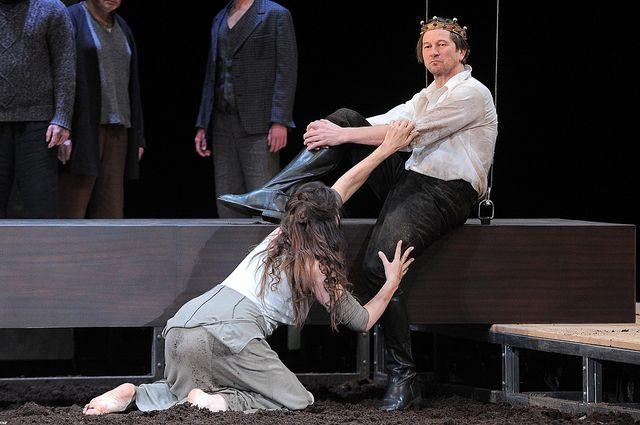 Rysiek z Klanu kotłuje się na scenie z półnagą kobietą (FOTO