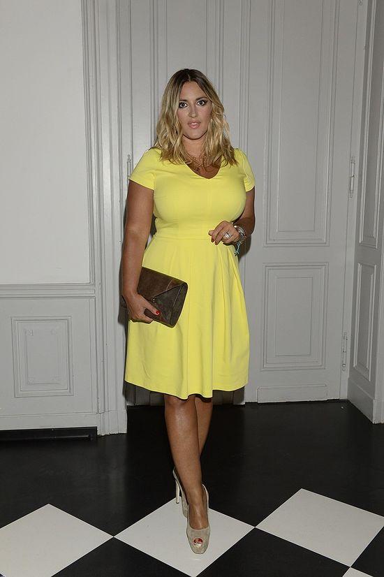 Karolina Szostak, żółta sukienka