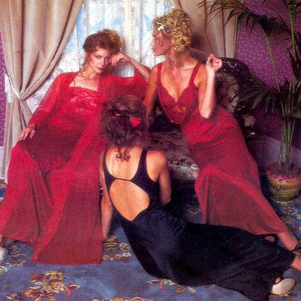 Marka Victoria's Secret została założona w 1977 roku przez Roya Raymonda, który szukał miejsca, gdzie mógłby kupić ładną bieliznę dla żony nie będąc posądzanym o perwersję. Rok później VS stała się hitem, a Raymond wypuścił pierwszy katalog, dzięki któremu można było kupować bieliznę drogą wysyłkową.