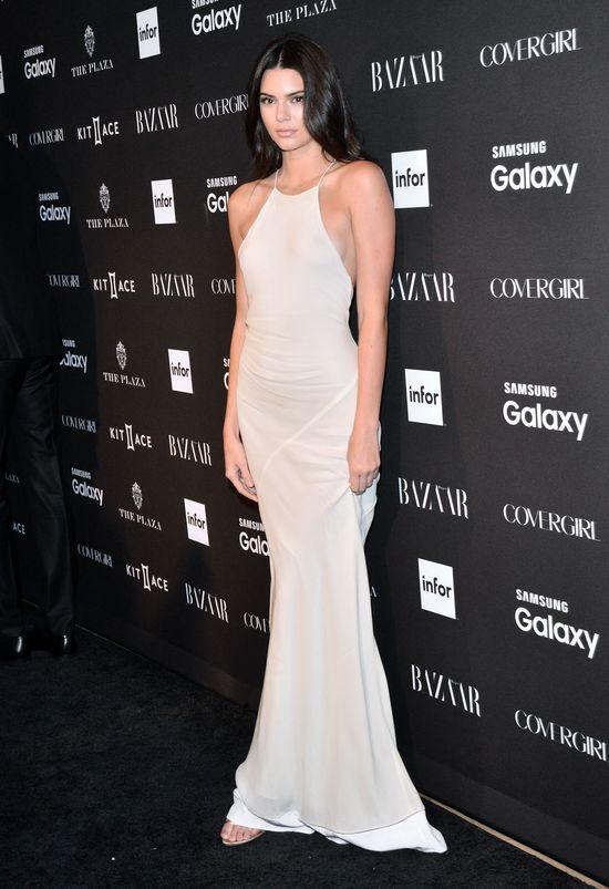 Kendall Jenner w długiej, białej sukni