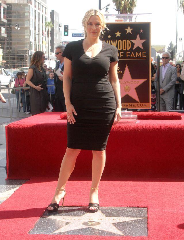 Kate Winslet w małej czarnej podczas uroczystości odsłonięcia gwiazdy w Walk of Fame.