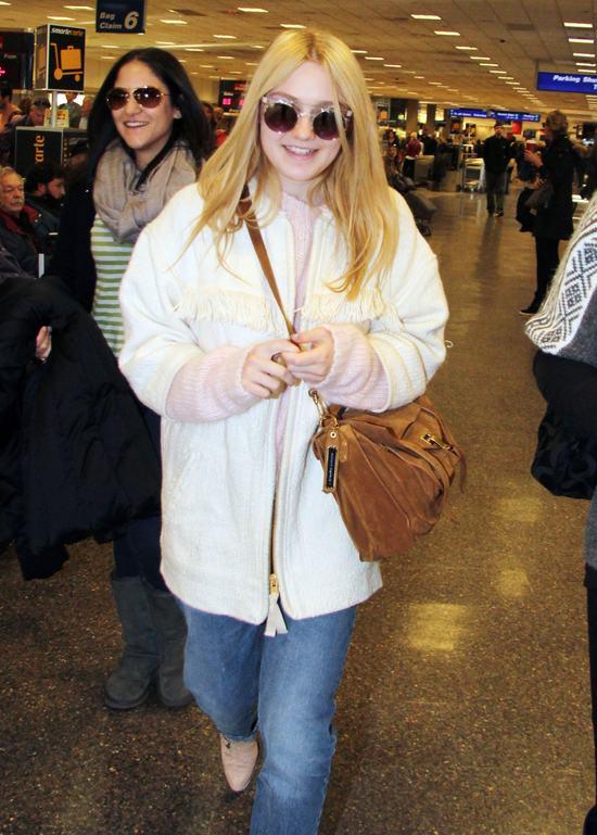 Dlaczego Dakota Fanning naśmiewa się z młodszej siostry?