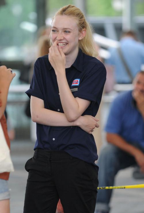 Dakota Fanning staje po stronie przyjaciółki Kristen Stewart
