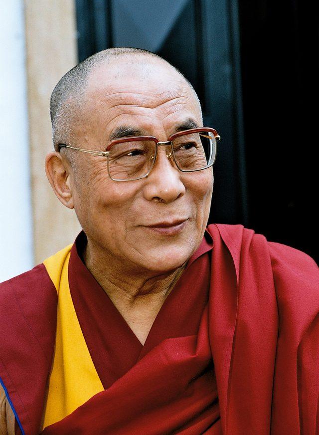 Dalajlama: Nie módlcie się za Francję