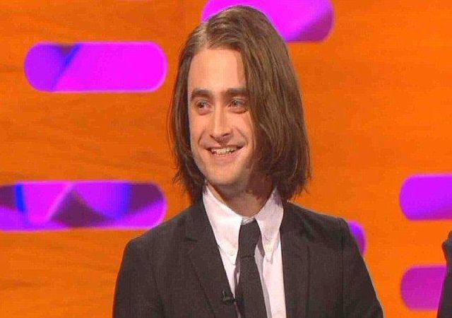 Daniel Radcliffe doczepił sobie włosy (VIDEO)