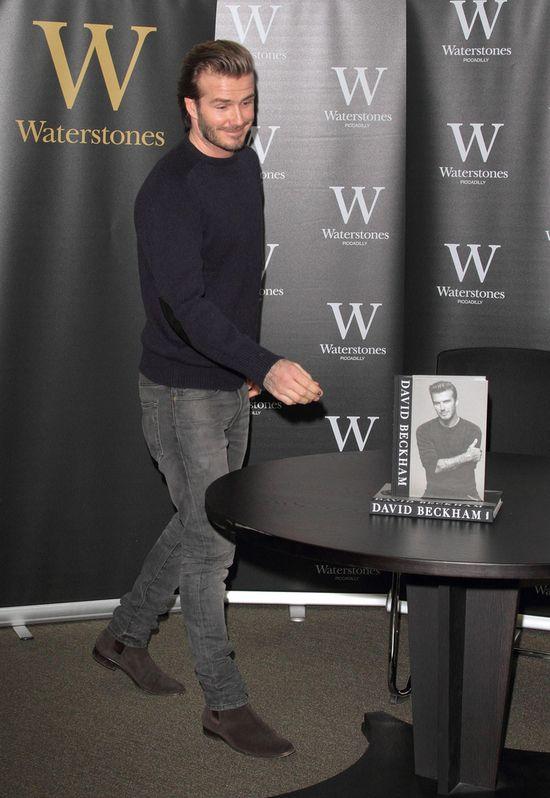 David Beckham robi s�odkie minki i rozdaje autografy(FOTO)
