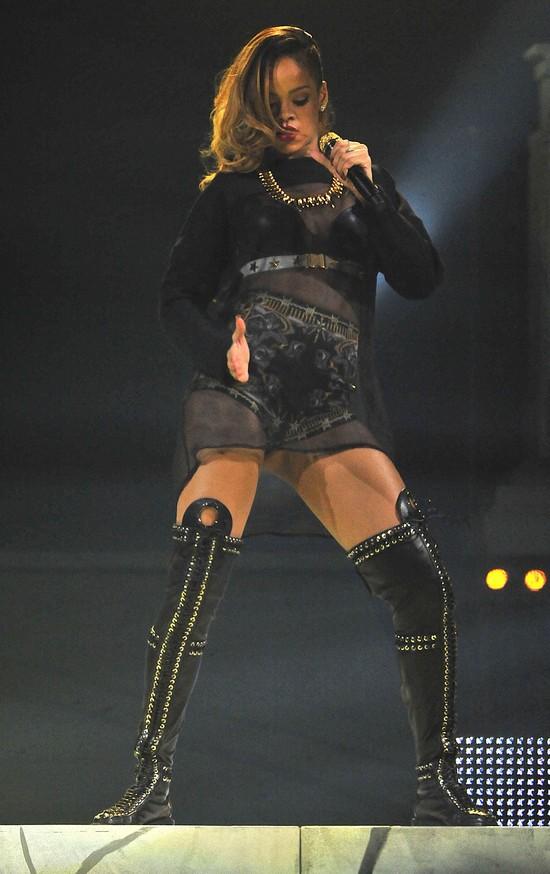 Rihanna koncertuje w Chicago