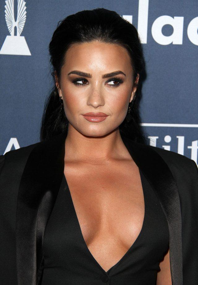 Demi Lovato i Lea Michelle zawalczyły o uwagę dekoltami