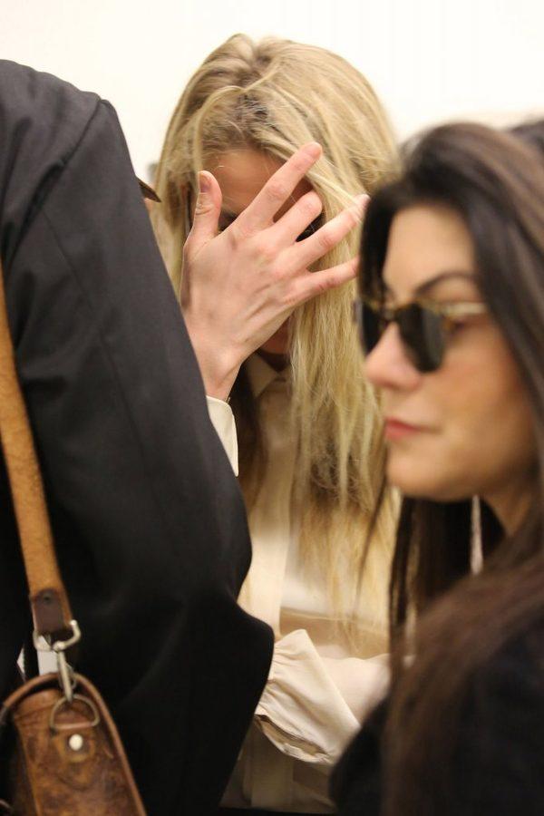 SZOKUJĄcE zdjęcie - Johnny Depp OBCIĄŁ sobie kawałek palca w ataku szału?