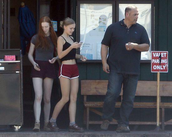Lily Rose Depp ubiera się coraz odważniej (FOTO)