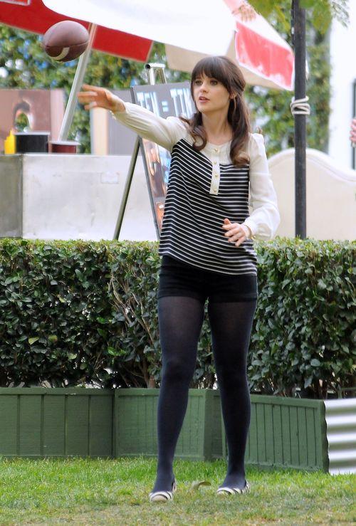 Zabawne minki Zoey Deschanel (FOTO)