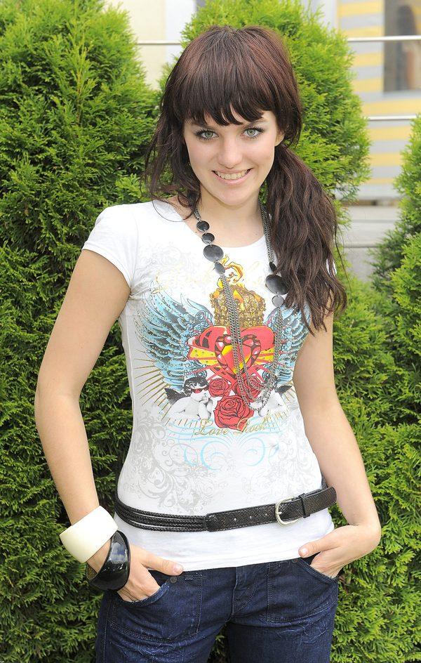 Ewa Farna na początku kariery nosiła grzywkę i długie włosy