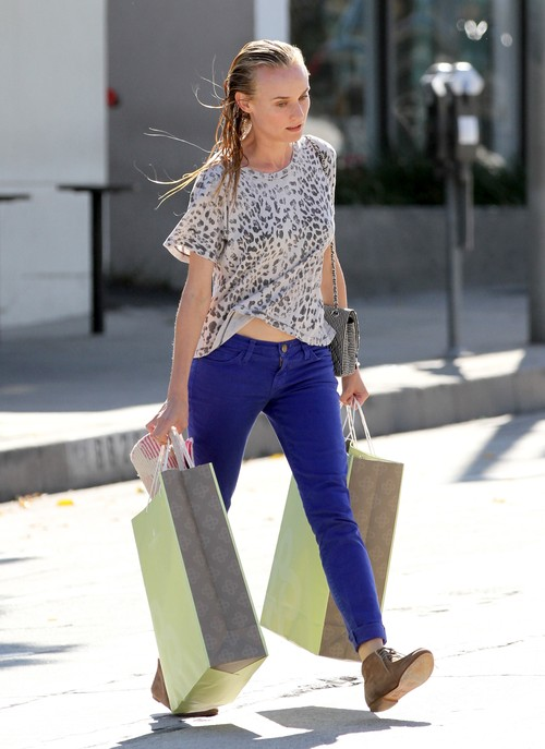 Diane Kruger bez make-upu, ale z pełnymi torbami (FOTO)