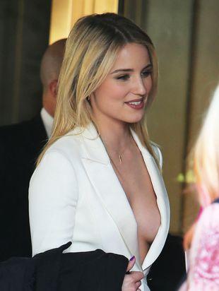 Pokazała biust na oficjalnym przyjęciu (FOTO)