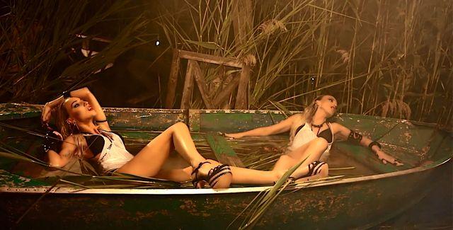 Dilajs - seksowne siostry śpiewają Bailando (VIDEO)
