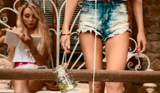 Dilajs - seksowne siostry �piewaj� Bailando (VIDEO)