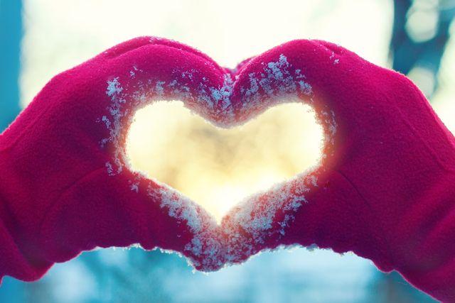 Jak dbać o pielęgnację dłoni zimą?