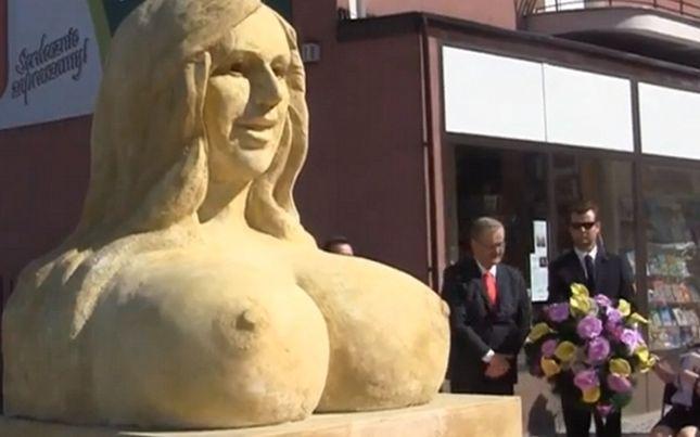 Prezydent odsłonił popiersie Dody!