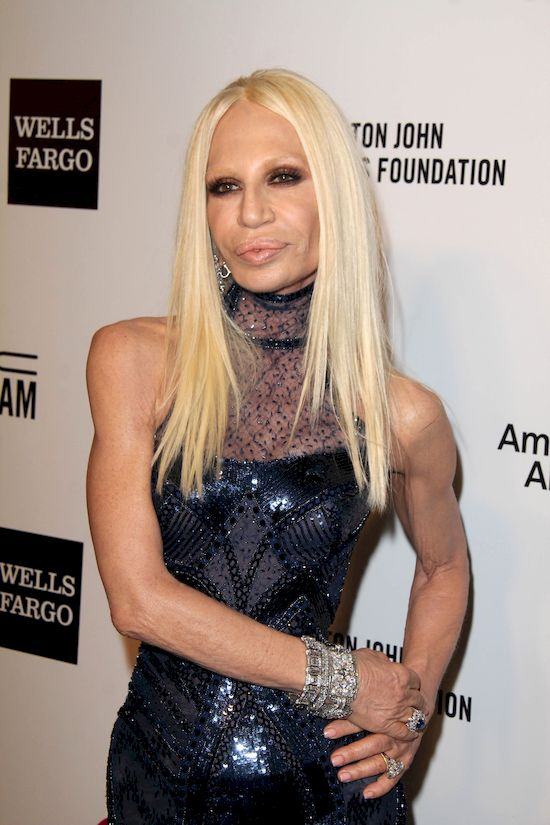 Omg penelope cruz wygl da jak donatella versace foto for Donatella versace beach