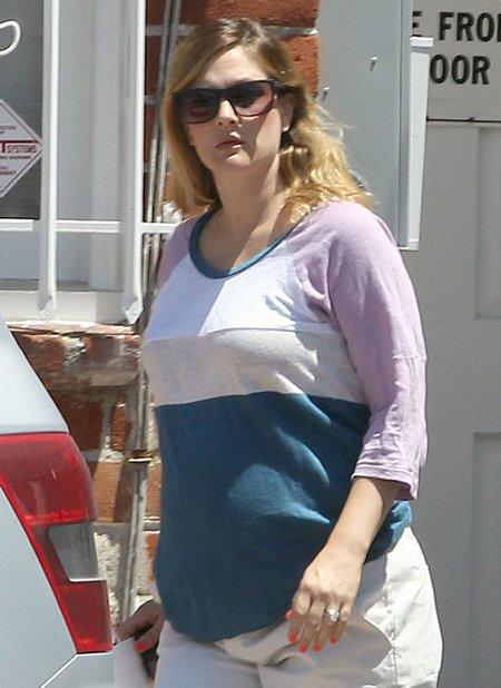 Drew Barrymore nawet w ciąży maluje paznokcie (FOTO)