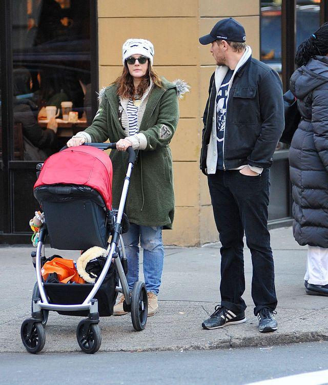 Drew Barrymore na spacerze z mężem i córeczką Olive (FOTO)