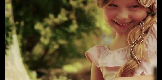 5-letnia Duda Bundchen ma swoją kolekcję ubranek [VIDEO]