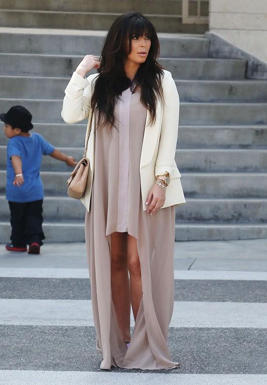 Kim Kardashian w be�owej sukience - czy to namiot?