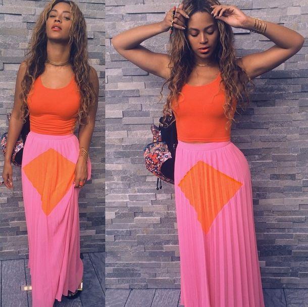 Beyonce w różowej spódnicy