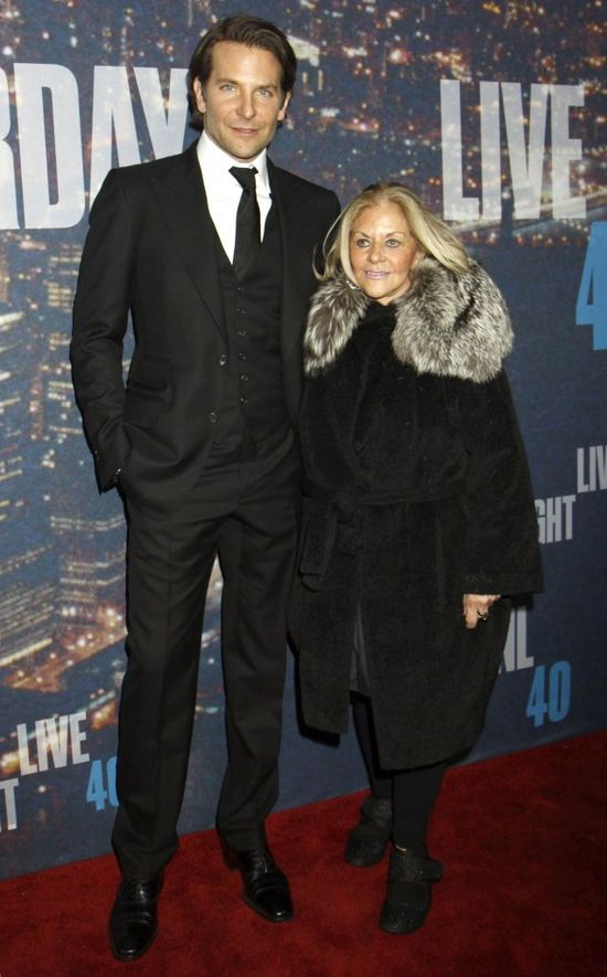 Bradley Cooper i Gloria Cooper na urodzinowej imprezie Saturday Night Live
