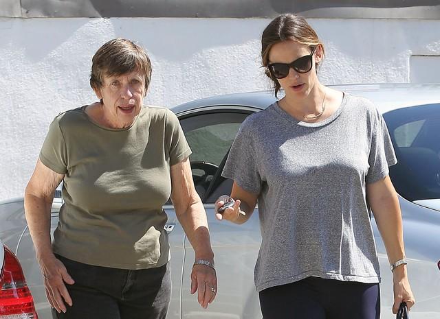 Jennifer Garner idzie na siłownię z mamą