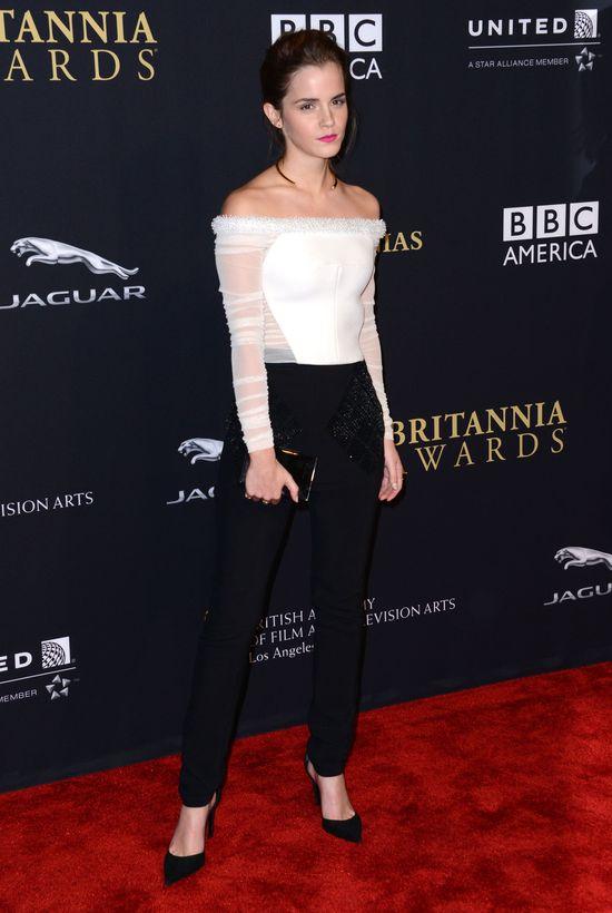 Emma Watson w białej bluzce bez ramion