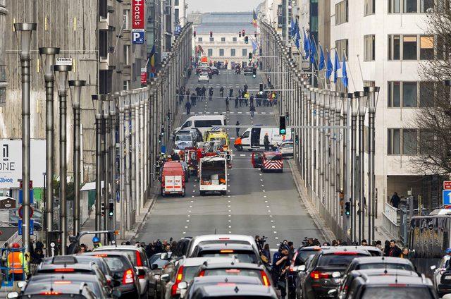 Ataki terrorystyczne w Brukseli - dziś rano na głównym belgijskim lotnisku w Brukseli - Zaventem doszło do tragedii. Przy stanowisku odprawy American Airlines wybuchły dwa ładunki. Belgijska agencja prasowa informuje, że zanim doszło do wybuchów, na lotnisku słychać było strzały i krzyki w języku arabskim.