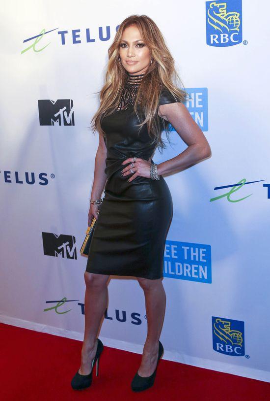 Jennifer Lopez, skórzana sukienka
