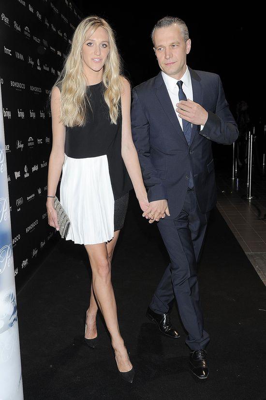 Jego żona ma nogi jak modelka (FOTO)