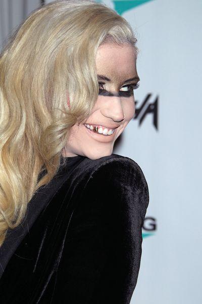 Kesha reklamuje zegarek i straszy wyglądem