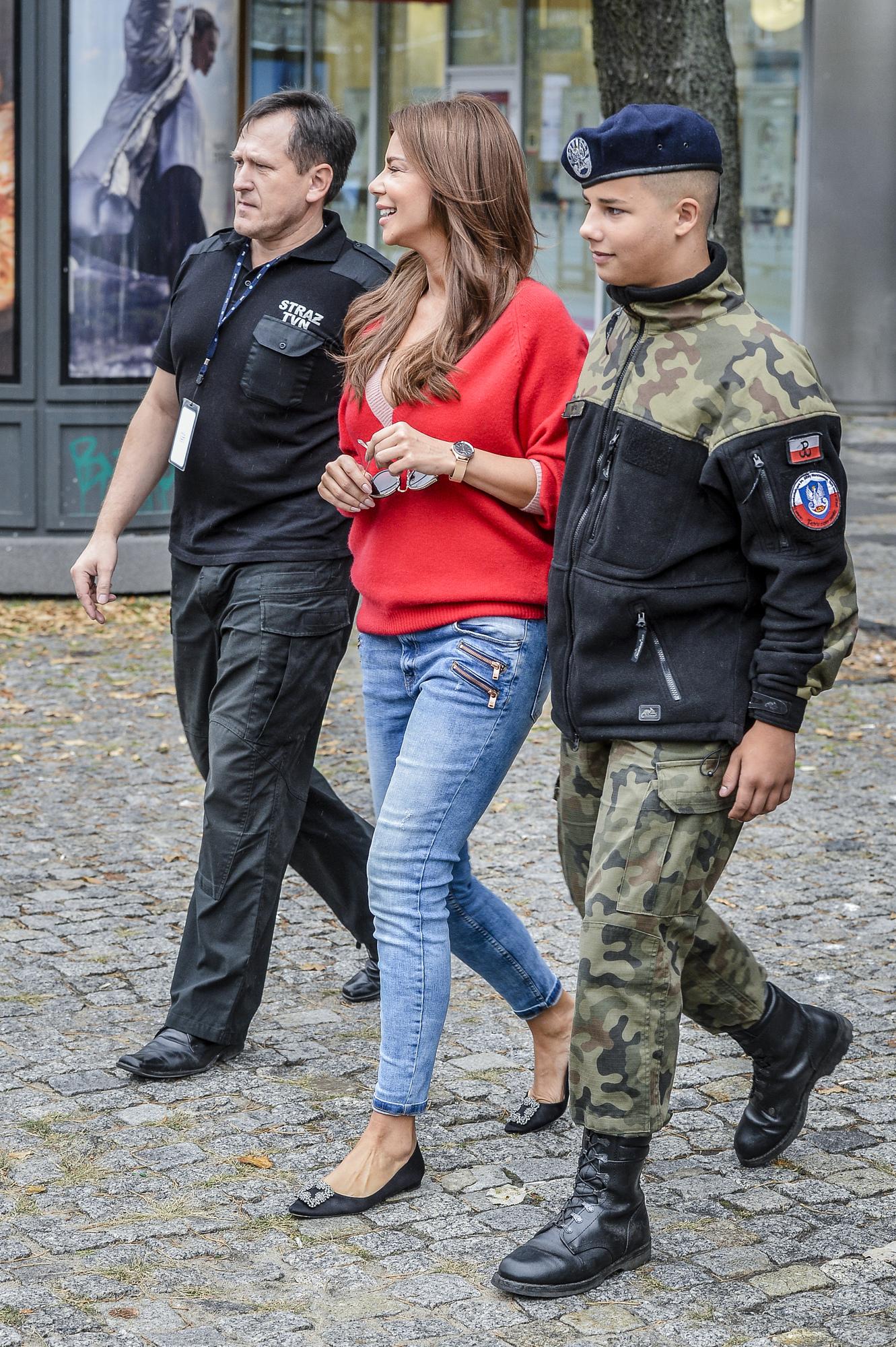 Dumna Edyta Górniak z synem Allanem w mundurze (ZDJĘCIA)